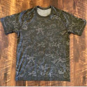 Lululemom Men's Camo Core T-Shirt Size Large